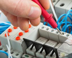 Garanzia su impianti elettrici: obblighi e diritti degli installatori